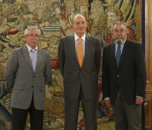 UGT chief Candido Mendez and CCOO's Ignacio Fernandez Toxo with King Juan Carlos