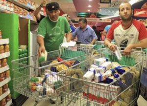 Union members shop for those in need